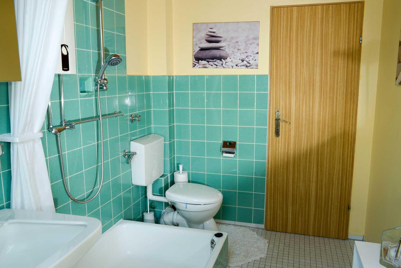 WC & Duschbad:     Geräumig & gepflegt