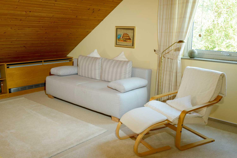 Wohnen / Schlafen: Schlafcouch, Luxus-Matratze 140 x 200, 2 Bettdecken 135 x 200 / 2 Kissen 40 x 80