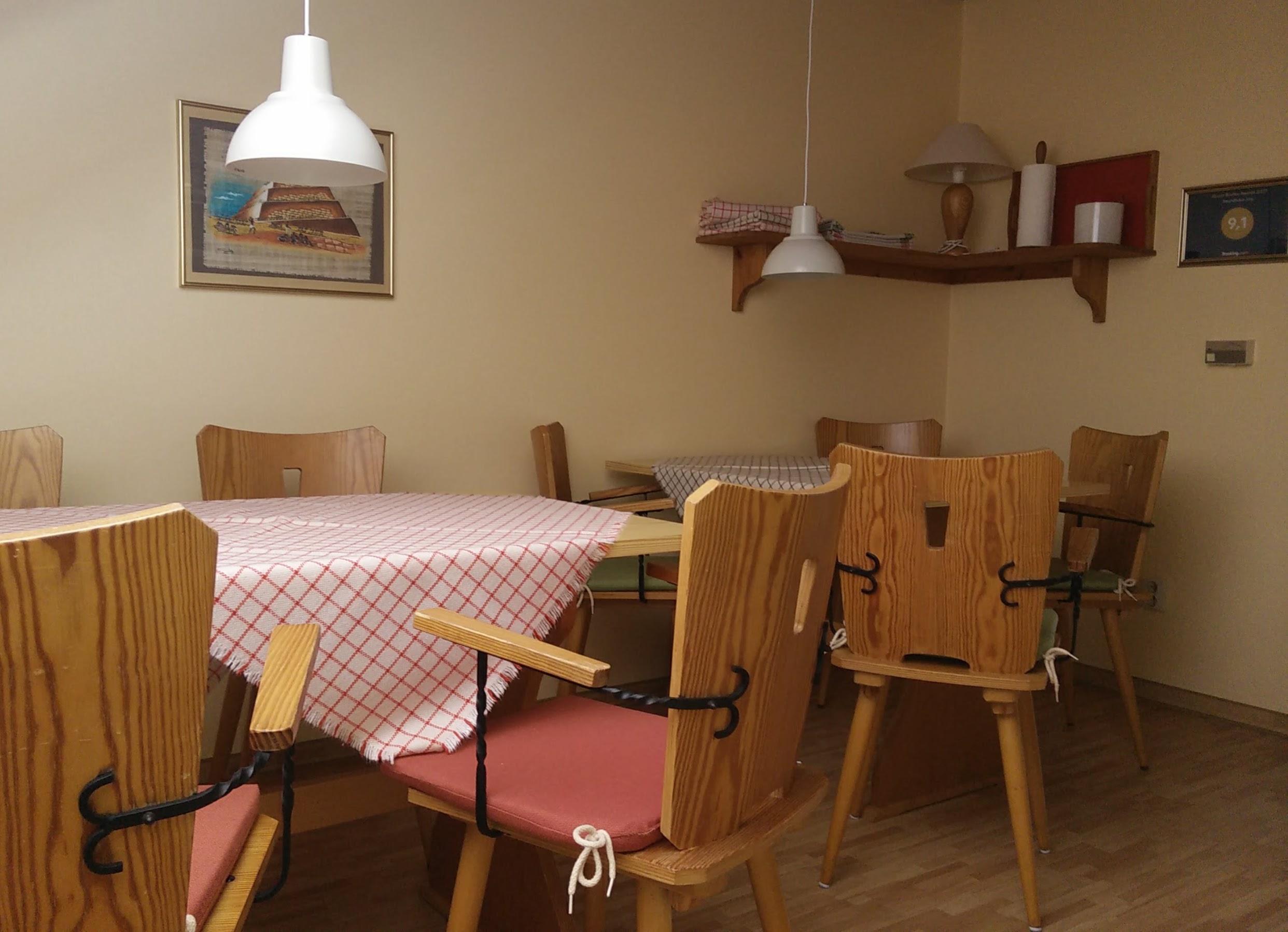 Speiseraum / Küchenzeile: Bestuhlung für 10 Personen